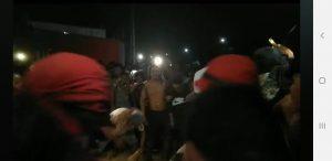 Cenas fortes: Populares invadem delegacia, esquartejam e queimam corpo de estuprador de menina de 10 anos 2